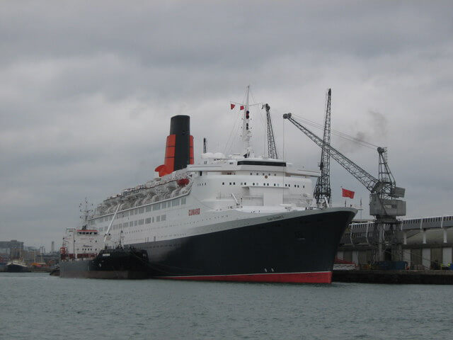QE2_at_cruise_terminal_-_geograph.org.uk_-_942615