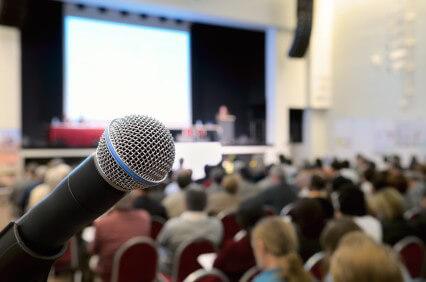 Ìèêðîôîí â êîíôåðåíö-çàëå. Microphone at conference.
